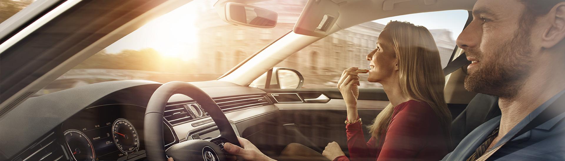 Headerbild-Mann-und-Frau-im-Auto